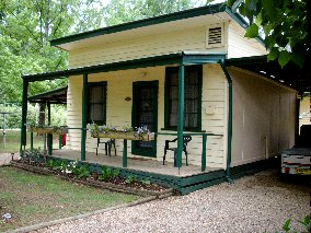 Pioneer Garden Cottages - Dalby Accommodation