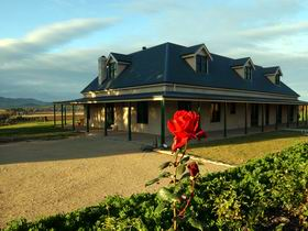 Abbotsford Country House - Dalby Accommodation