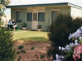 Oaklands Fishing Cottage - Dalby Accommodation
