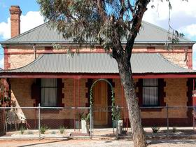 Meaney's Rest - Dalby Accommodation