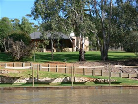 Roonka Riverfront Cottages - Dalby Accommodation