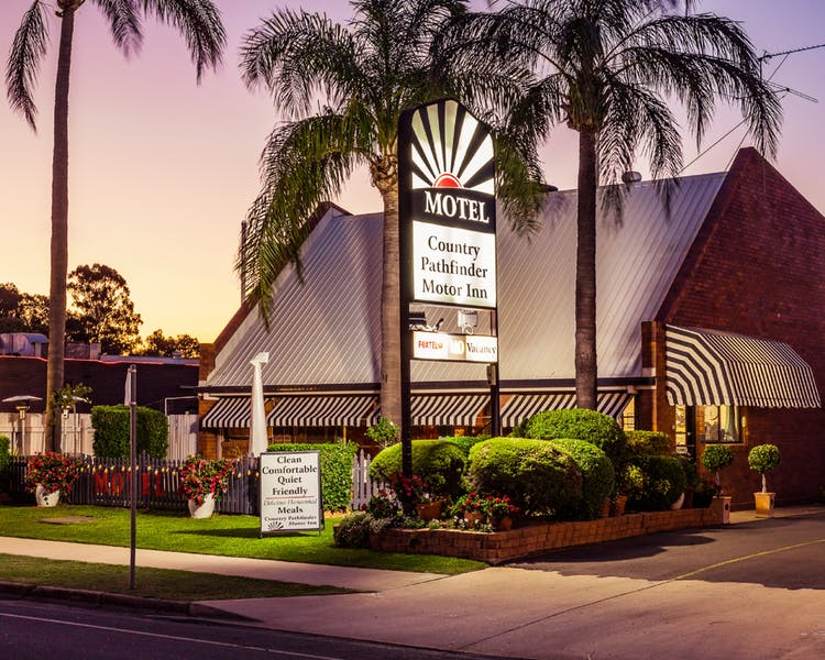 Country Pathfinder Motor Inn - Dalby Accommodation