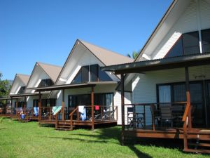 Cardwell Beachcomber Motel  Tourist Park - Dalby Accommodation