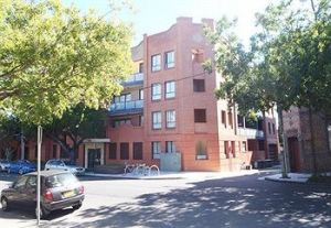 Ryals Serviced Apartments Camperdown - Dalby Accommodation
