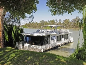 Boats and Bedzzz - The Murray Dream self-contained moored Houseboat - Dalby Accommodation