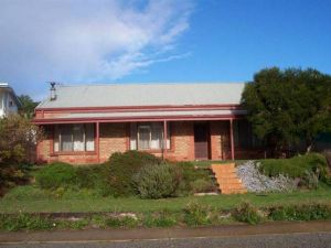 Bott's Beach Retreat - Dalby Accommodation