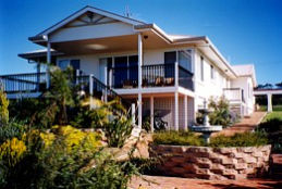 Lovering's Beach Houses - The Whitehouse Emu Bay - Dalby Accommodation