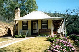 Price Morris Cottage - Dalby Accommodation