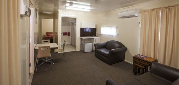 Curtin Springs Wayside Inn - Dalby Accommodation