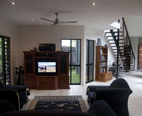 Dolphin Beach House - Dalby Accommodation