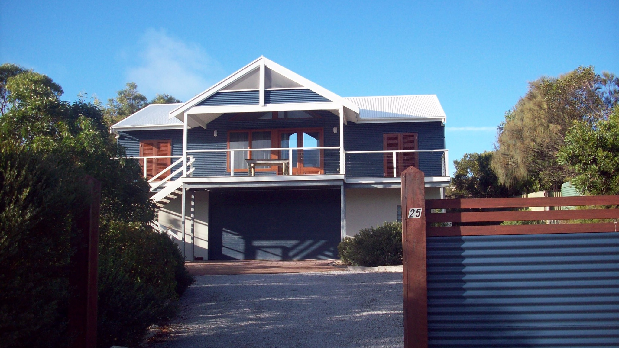 Top Deck Marion Bay - Dalby Accommodation