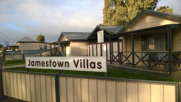 Jamestown Villas - Dalby Accommodation