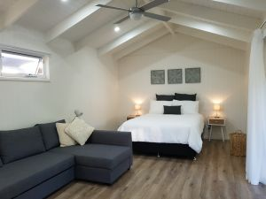Alkira Garden Studios - Dalby Accommodation