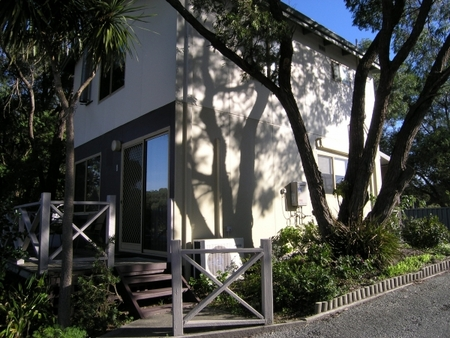 Lilacs Waterfront Villas And Cottages - Dalby Accommodation
