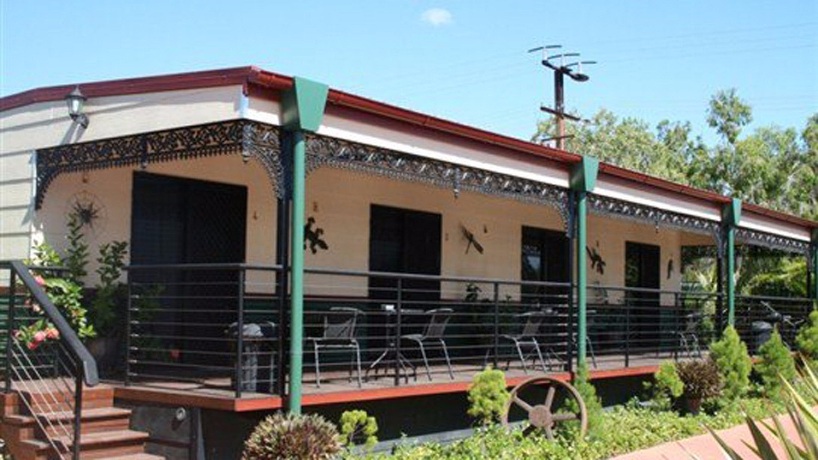 Pine Creek Railway Resort - Dalby Accommodation