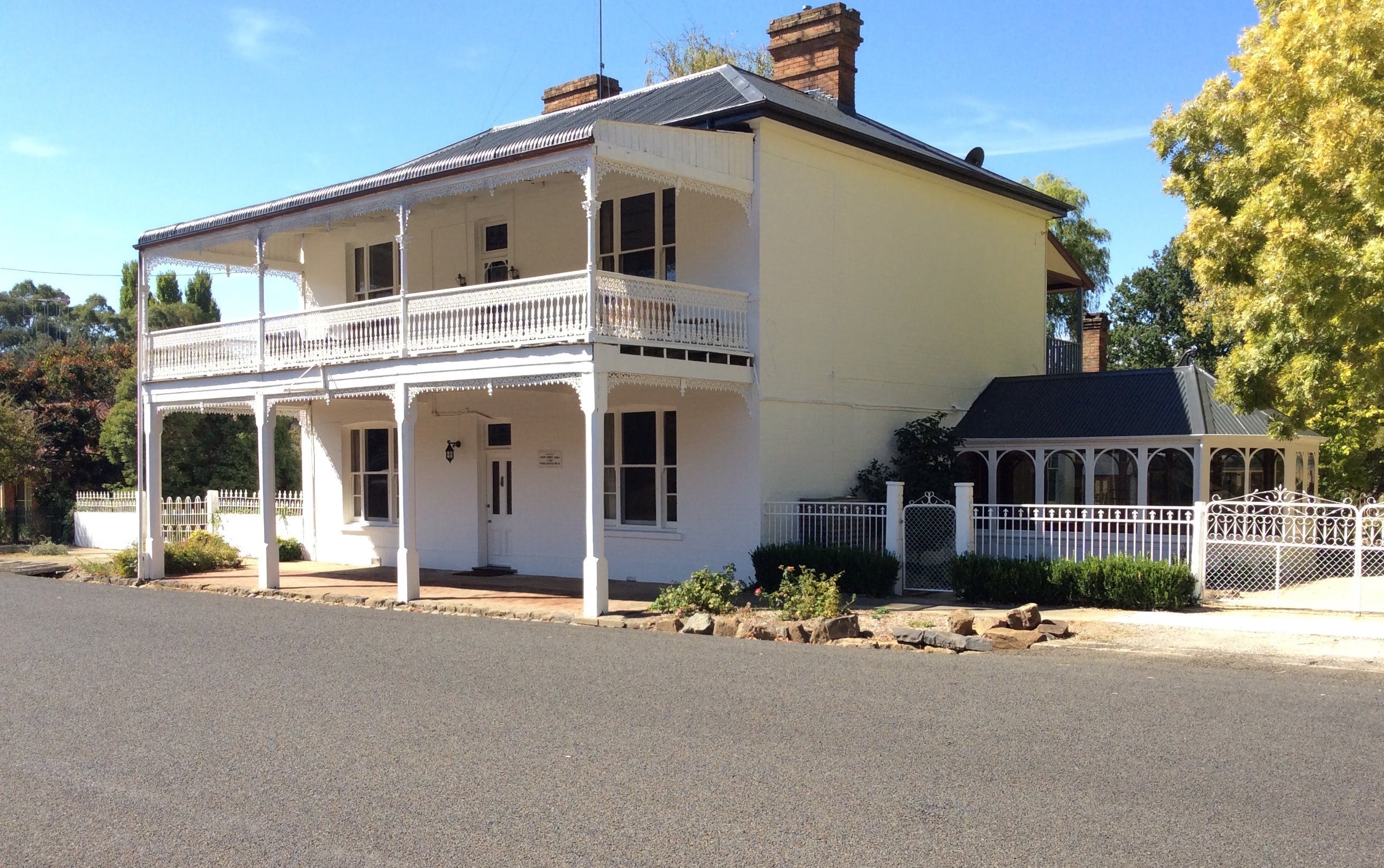 The White House Carcoar - Dalby Accommodation