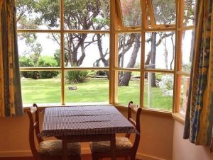 Anchlia Waterfront Cottage - Dalby Accommodation